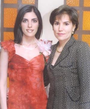 Cecilia Salmón Abraham junto a su mamá Georgina Abraham de Salmón, en una de sus despedidas de soltera.