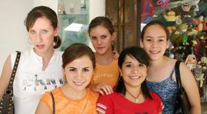 Ana Emilia Cárdenas, Paulina Izaguirre, Lucía Campa, Marala Giacomán y Sofi Ramos.
