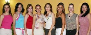 Emma Márquez Solís acompañada de sus amigas, en la despedida de soltera que le ofrecieron por su próxima boda.