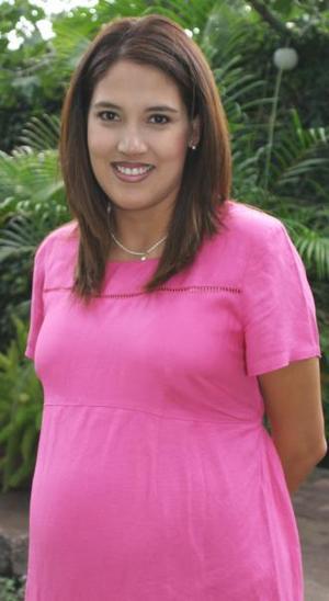 Llarely Nava de García Peña recibió sinceras felicitaciones, en la fiesta de canastilla que se ofreció al bebé que espera.