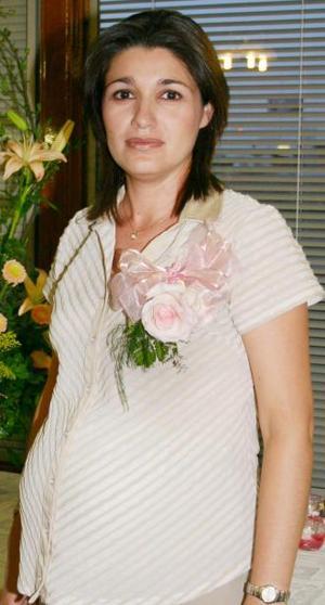 <u><i> 20 de Agosto </i></u><p>   Mónica Patricia López de Montoya recibió numerosos obsequios, en la fiesta de regalos que le ofrecieron al bebé que espera