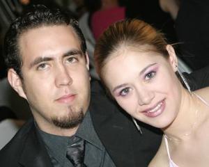 Enrique Alonso y Cinthia Serna