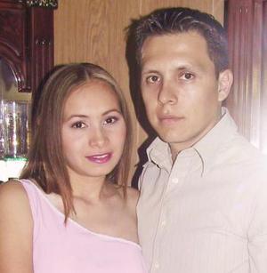 <u><i> 20 Agosto de 2004 </u></i><p>   Selene G. Zubiría Arratia y Juan Manuel Esquivel Estrada.