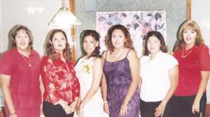 Judith Reyes, Denise Reyes, Yassmin B. Tovar y Anabell Reyes acompañaron a Lizeth Armendáriz Tostado, en su despedida de soltera.