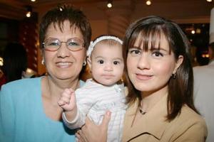Alejandra Martínez de Enríquez, Rosa Isela Enríquez de Ramos y Mariángel Ramos de Eríquez, forman parte de tres generaciones.