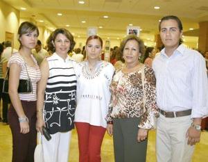 Lucero Marín, Lorena García, Lorena Marín, Hermelinda Rodríguez y Paco Marín.