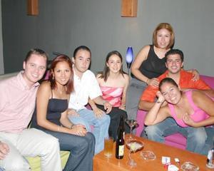 Haideé Vela, Blanca Servín, Jezael Hernández, Nancy Flores, Neto Espinoza, Elizabeth Gallardo y Michael Kote.