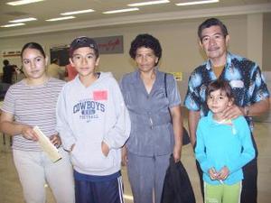 <u><i> 22 de Agosto </u></i><p>   Iván Ríos y clarisa Rosas viajaron a Tijuana, los despidió Manuel, Olga y Clarissa.