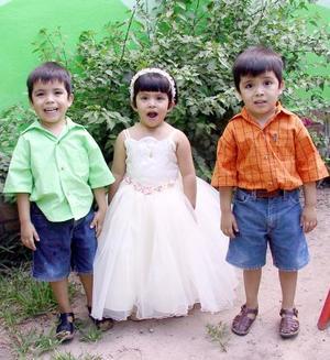 Anneliz Meléndez Arriaga festejó sus tres años, en compañía de sus hermanitos Francisco y Emmanuel.