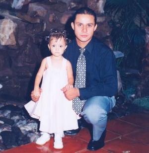 Roger Estrada con su hijita Sofía Estrada.