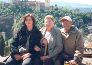 Arcelia del Carmen Ayup de Hernández, Arcelia Silveti de ayup y Jaime Ayup Sifuentes, captados en el viaje que realizaron a la ciudad de Granada, España.