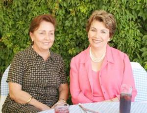 Cristina de Arenal y Angelina de Ruenes.