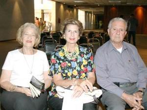 Elvia de Chacón, María Esthela de Cárdenas y Alejandro Cárdenas.