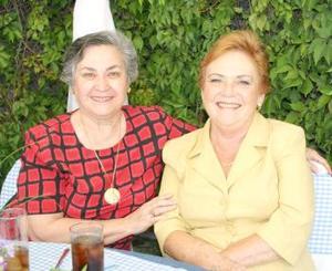 Marilú de Arenal y Rosy Solares.
