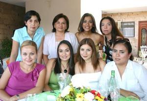 Lulú Cardona compartió gratos momentos con algunas amigas en su despedida de soltera.