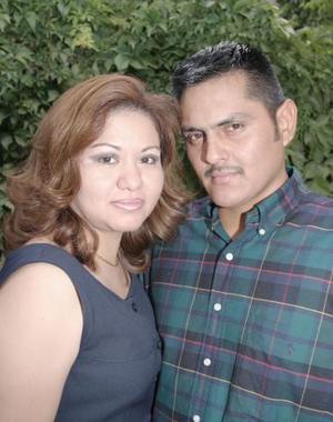 Sr. Rubén Eduardo Reyes Meza y Q.F.M. Claudia Susana Chacón Ríos efectuaron su presentación religiosa en la iglesia, del Espíritu Santo el lunes 16 de agosto de 2004.