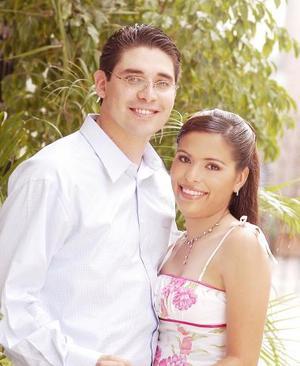 <u><i> 22 Agosto de 2004 </u></i><p>  Ing. Fernando Larraga e Ing. Leticia Rodríguez Díaz festejaron su presentación religiosa, en la iglesia del Inmaculado Corazón de María el viernes seis de agosto de 2004.