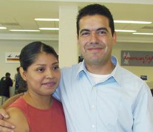 <u><i> 24 de Agosto </u></i><p>   Yolanda Duncán Gutiérrez y Luis Alfonso Galindo, viajaron con destino a Tijuana.