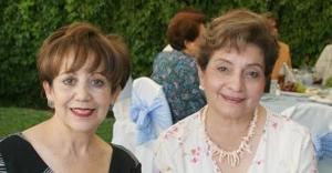 Mynerva de Saravia y Tere de Echeverría.