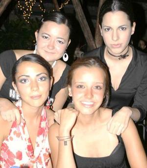 Laura, Marilú, Emy y Mónica.