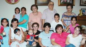 Amistades y familiareas acompañaron a Martha Beatriz Ramírez Torre el día de su cumpleñaos.
