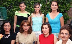 Liliana Rodríguez estuvo acompañada de numerosas invitadas, en su despedida de soltera.