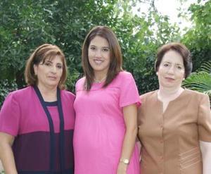 <u><i> 23 de Agosto </i></u><p>   Llarely Nava de García acompañada de Lourdes Galindo de Nava y Alejandra Silveyra de García Peña, organizadoras de su fiesta de canastilla.