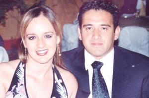 <u><i> 23 Agosto de 2004 </u></i><p>  Paty de Ávalos y Beny Ávalos.