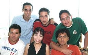 Édgar Castillo, Ale Alvarado, Israel Rivera, Jorge Herrera, Carlos Nóñez y Rafael Chávez, deleitaron un rico desayuno.