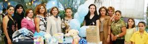<u><i> 25 de Agosto </u></i><p>  Karime Ceballos de Rodríguez acompañada de algunas amistades en su fiesta de canastilla.