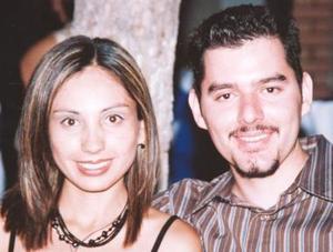 <u><i> 25 Agosto de 2004 </u></i><p>  Wendy Luján y Ever García.