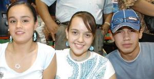 <u><i> 25 de Agosto </u></i><p>   Miriam Carmona, Corina Gutiérrez y Emmanuel Holguín.