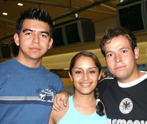 Karla, José Luis y Juan Macías.