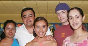 Valeria García, Elisa Delgado, Maritrini Trujillo, Choby y Mike.