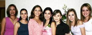 <u><i> 26 de Agosto </u></i><p>  Eunice Rodríguez Abdo en compañía de sus amigas, en su despedida de soltera.