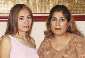 <u><i> 27 de Agosto </u></i><p>   Selene Zubiría Arratia acompañada por su mamá Mayela Arratia de Zubiría, en su última despedida de soltera.