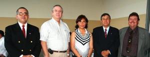 Alfonso Martínez, Javier Iriarte, Alejandra Hidalgo, Luis González y José Frencisco Bredeé, captados en pasada inauguración empresarial.