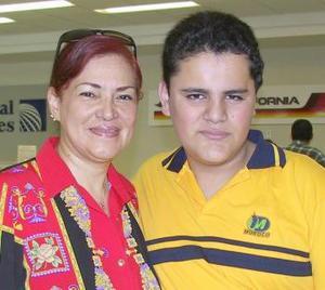 <u><i> 28 de Agosto </u></i><p>   Leticia Múzquiz y armando Barocio viajaron a la Ciudad de México.