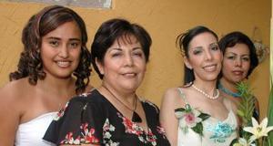 <u><i> 28 de Agosto </u></i><p>  Martha Alejandra sáenz, en compañía de las organizadoras de su despedidad e soltera.
