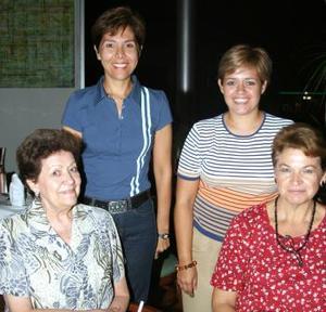 <u><i> 28 de Agosto </u></i><p>  Mela Salinas, Adriana Rodr÷iguez, Chepis del Campo y Rebeca Castillo.