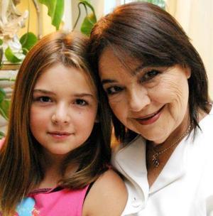 <u><i> 28 de Agosto </u></i><p>  Señora Mercedes Rodríguez de Hernández, con su nieta Ana Sofía Gutiérrez Hernández.