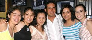 SJosé Villalobos, Mónica Villalobos, Fabi Yáñez, Maribel gutiérrez, Argentina Castrejón y Paula Carrasco.