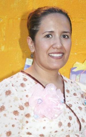 <u><i> 28 de Agosto </i></u><p>  Leonor Adriana Salazar de Sida, recibió  numerosos obsequios en la fiesta de regalos que le ofrecieron por el bebé que espera.