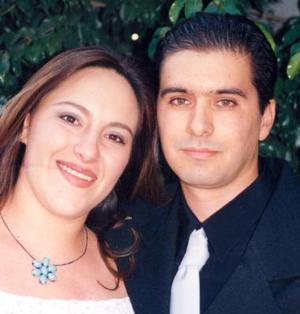 Ana Cecilia G. de Cantú y César Cantú Gamboa, en pasado acontecimiento social.