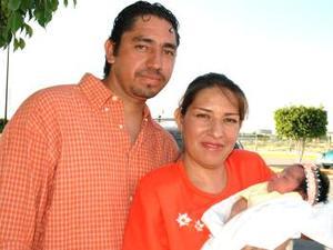 Ashli Teresa alvarado Lozano en compañía de sus papás, Juan Antonio Alvarado Pacheco y María Mercedes Lozano de Alvarado, en pasado festejo social..jpg