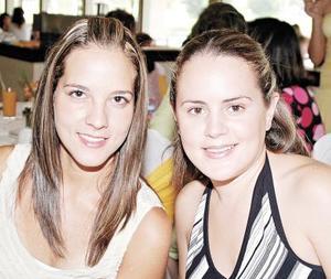 Paulina de Delgado y Brenda Baille..jpg