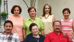 Alicia Rodríguez Vda. de Rodríguez celebró su cumpleñaos en compañía de sus hijos Alicia, Sofía, Ma. del Carmen, Rebeca, Alfonso y Francisco..jpg