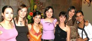 <u><i> 31 de Agosto </u></i><p>   Lucila Hernández García, acompañada de sus amigas en su despedida de soltera..jpg