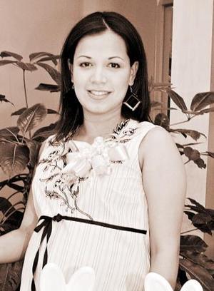 <u><i> 30 de Agosto </i></u><p>  Angélica Ramos de Estrada recibió numerosos obsequios, en la fiesta de regalos que se le ofreció al bebé que espera