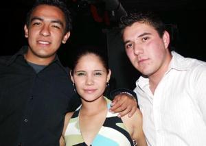 Daniel Calderón, Violeta Atilano y Aldo.